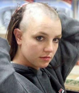 Britney raspa a cabeça em crise.