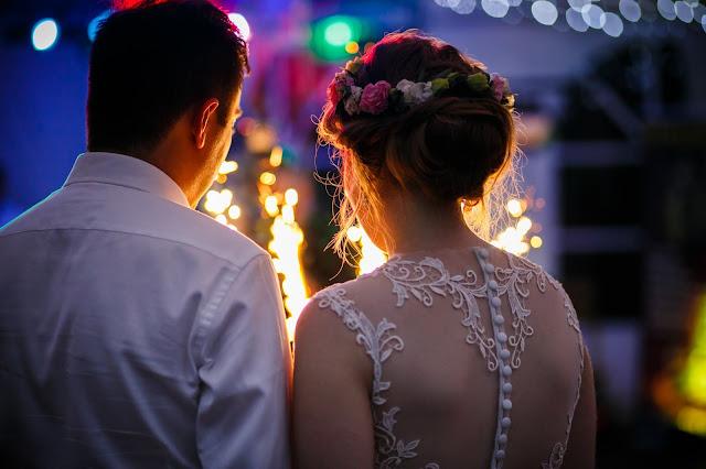 ślubne inspiracje, suknia ślubna, tort weselny, fontanna tortowa, para młoda,fryzura ślubna
