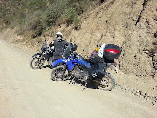 Pedro com as motos.