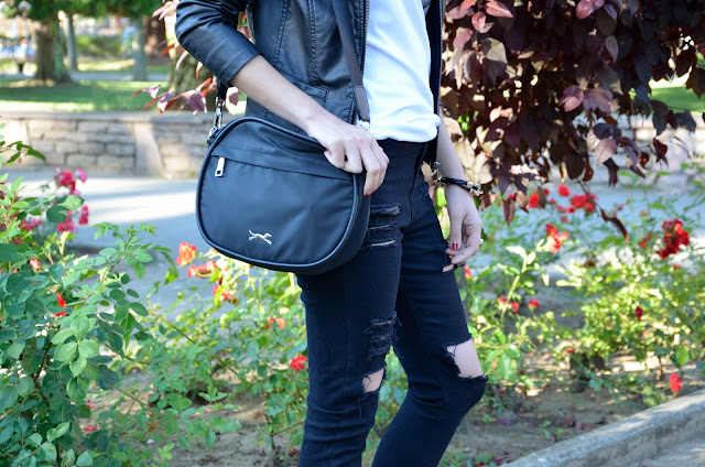 botines-chaqueta-perfecto-look-rockero-blogger-black-outfit-rock