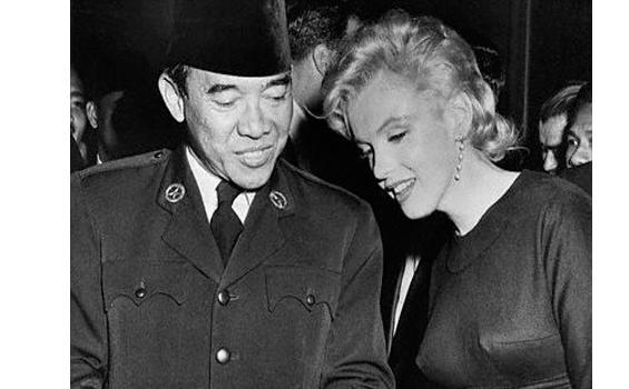 Banggasejarah - Tak ada satu pun yang menampik bahwa Sukarno adalah seorang  pecinta perempuan sejati. Hal itu bahkan diakuinya sendiri kepada Cindy  Adams ... b98bb8380a
