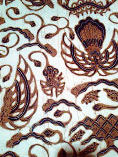 Batik ini adalah salah satu jenis pola yang biasanya digunakan untuk acara umum dan tidak resmi. Pemakaian tidak seperti batik batik lainnya, yang dikenakan ketika acara khusus dan bahkan hanya boleh digunakan oleh keturunan keluarga kerajaan saja. Ide Motif Batik Semen terinspirasi/ide gagasa dari lingkungan dan keadaan alam. Dapat ilihat karena motif dan pola seperti gunung, daun dan buah.