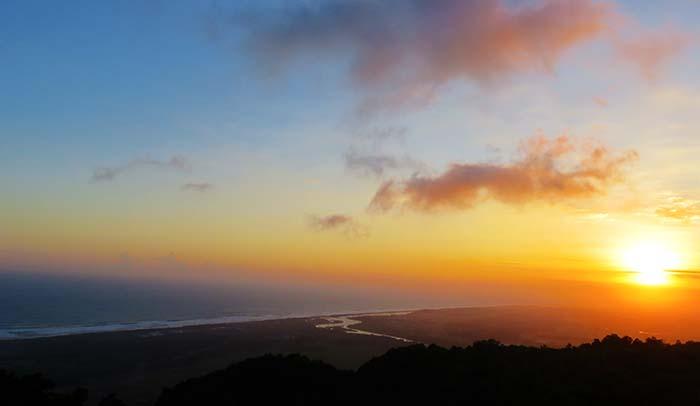 Menanti Senja di Puncak Kayangan; Pundong, Bantul