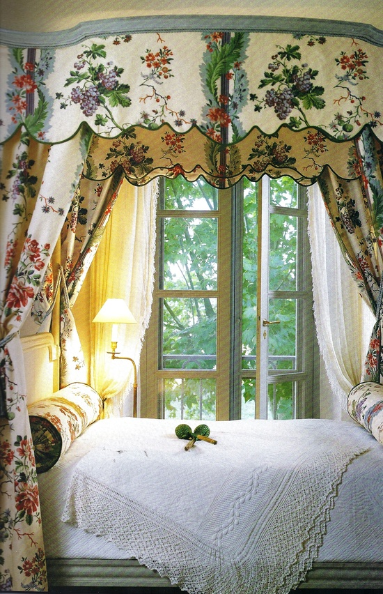 Eye for design decorating with canopy beds - Canopy bed decorating ideas ...