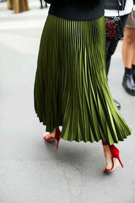 good tips, inspiracje, jak nosić, porady stylisty, spódnica, spódnica, inspiracje modowe, plisowana spódnica, plisy, ołówkowa spódnica,