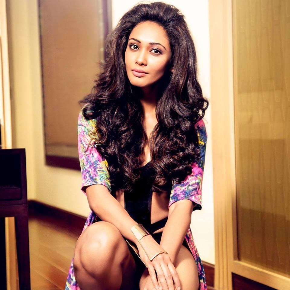 Sri Lankan Sexy Models: Yureni Noshika