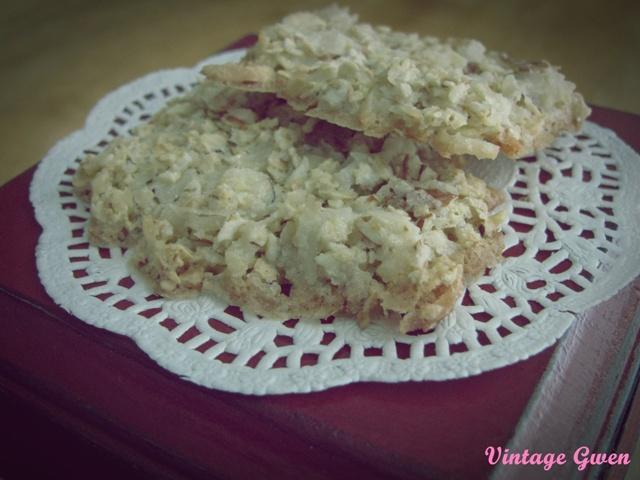 Vintage Gwen: Lace Cookies