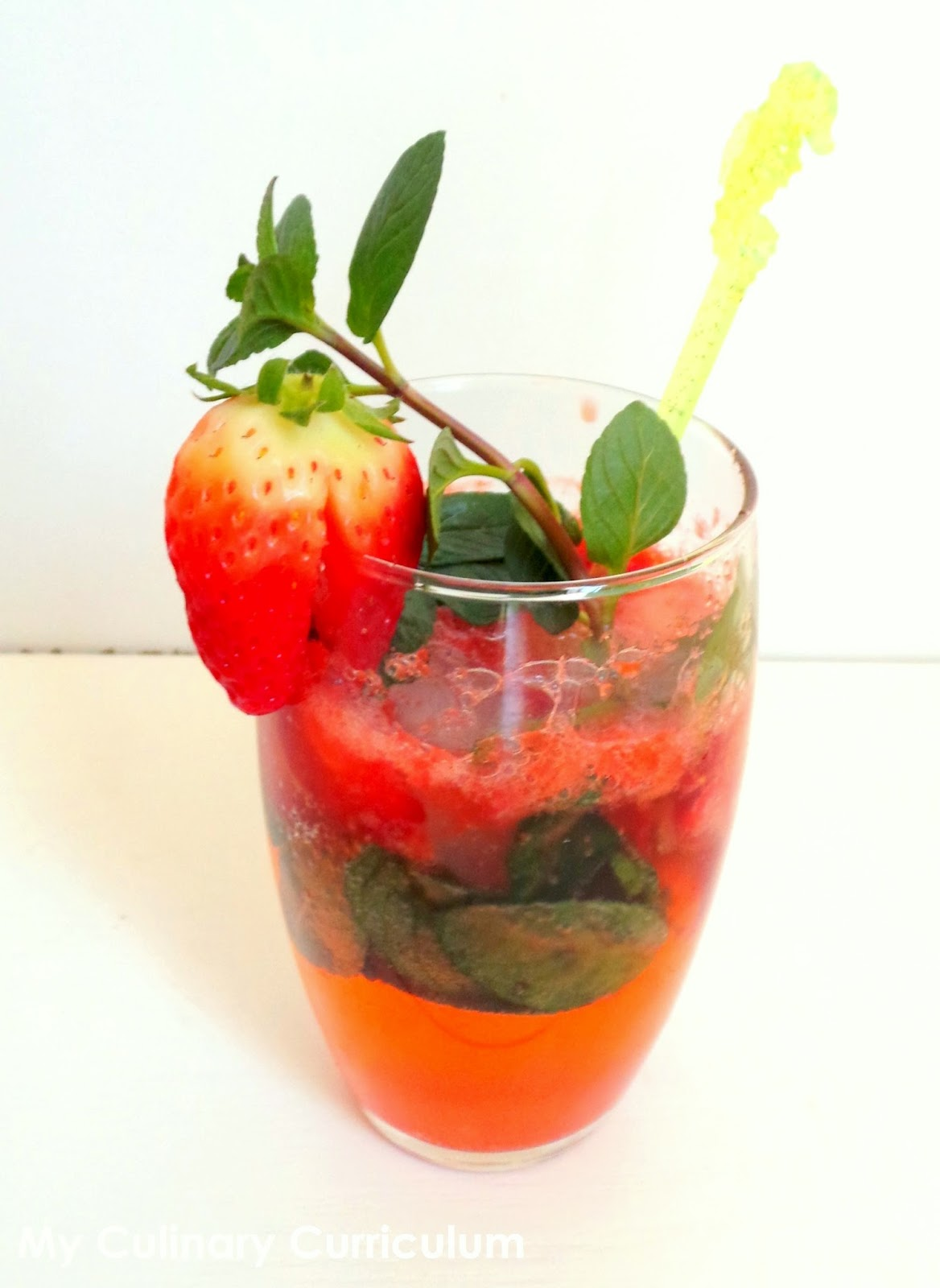 my culinary curriculum virgin mojito la fraise sans alcool strawberry virgin mojito. Black Bedroom Furniture Sets. Home Design Ideas