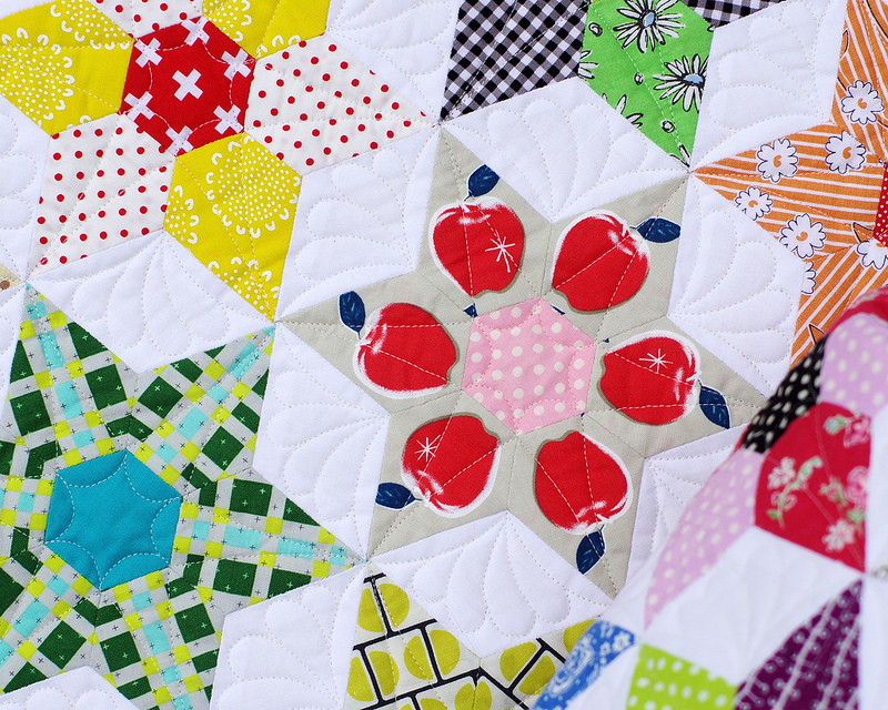 The Daisy Chain Quilt - An English paper piecing project. | © Red Pepper Quilts 2016