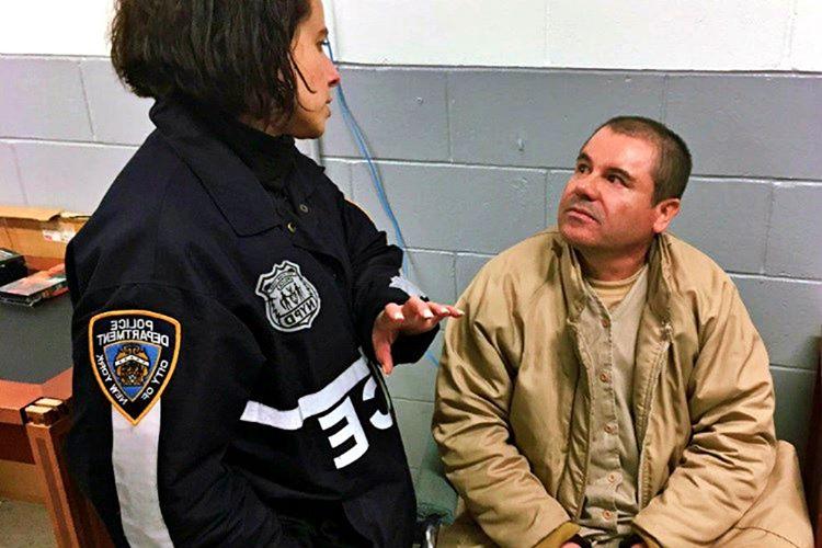 Meksika hükümet yetkililerine gözdağı veren El Chapo, günler sonra güvenlikli evine yapılan bir baskınla yakalandı.