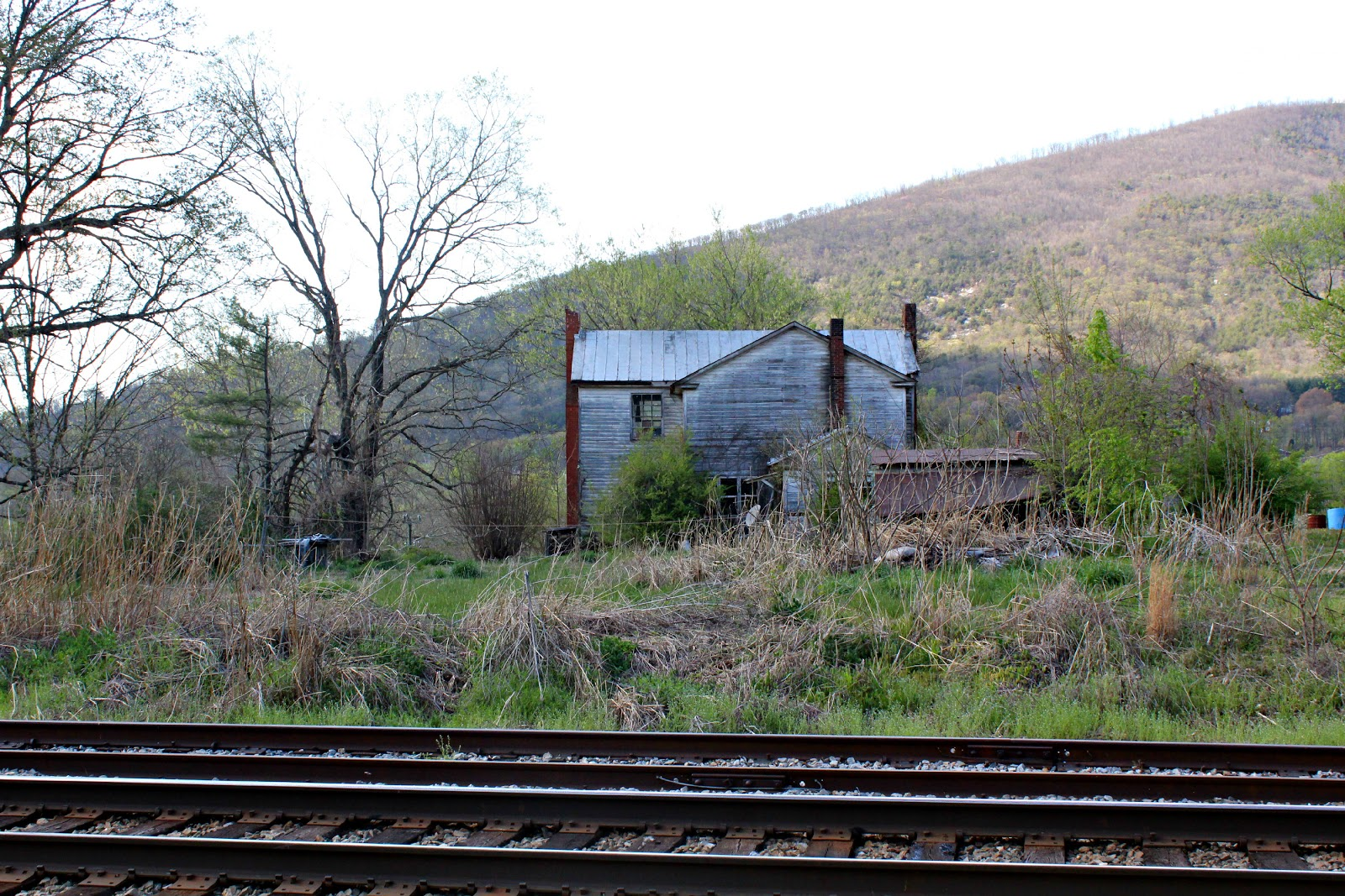 Around roanoke va a daily photo blog train tracks an for Old house tracks