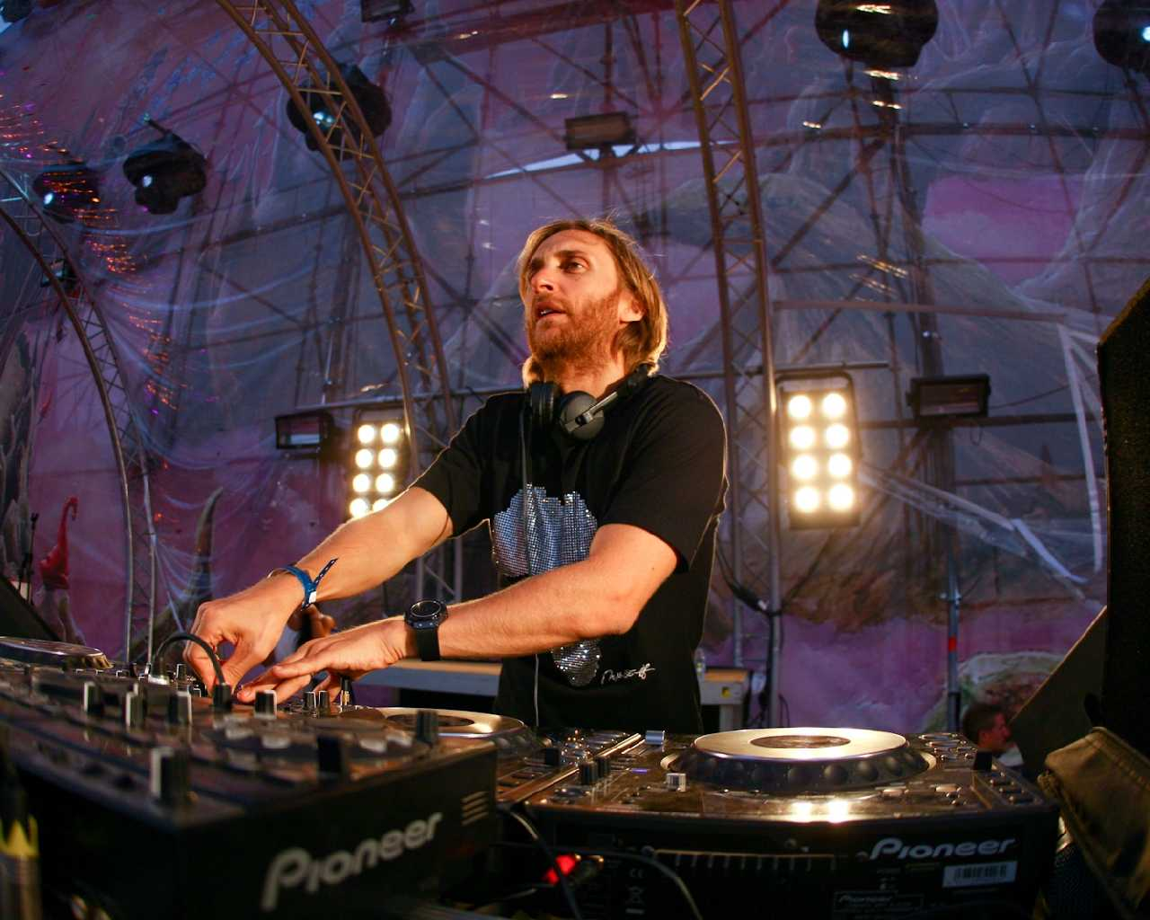 The Best Wallpaper For Iphone 7 Plus 30 Best David Guetta Photographs Which Is Rocking Hdpixels