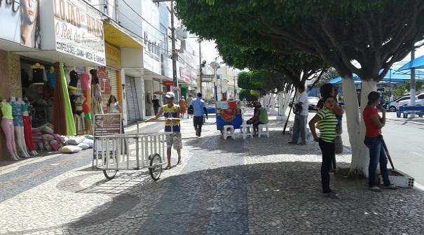 Prefeitura de Delmiro Gouveia inicia processo de regularização e adequação dos camelôs no centro da cidade