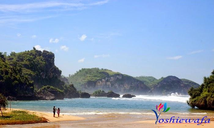 Pantai Drini dan Pulau Karang di Jogja yang Tenang ...