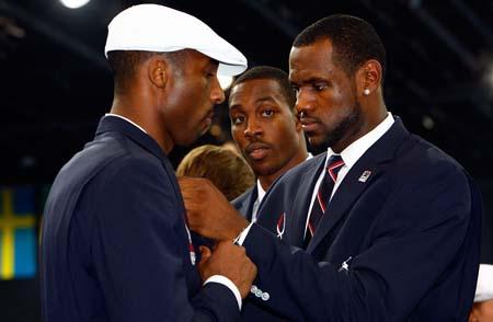 Cool Sports Players Kobe Bryant Vs Lebron James Wallpaper
