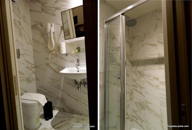 banheiro do apartamento do bed&breakfast Cote Rome Colosseo, em Roma