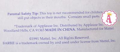 Что написано сзади на коробке с куклой Барби аплодисменты