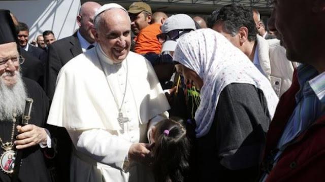 """12 Pengungsi Muslim Senang Dibawa ke Vatikan: """"Paus Fransiskus Penyelamat Kami"""""""