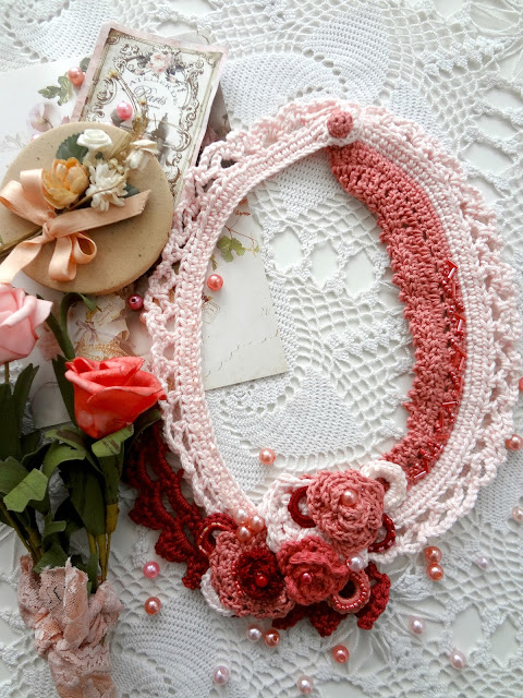 Lace Roses Necklace
