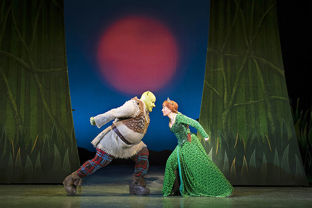 Shrek and Fiona looking determined whilst engaged in fart combat.