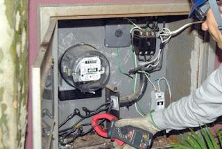 tres-pessoas-sao-detidas-por-furto-de-energia-em-russas