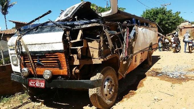 Ônibus tomba em ladeira e deixa mais de 20 feridos em estrada no Sul do Piauí