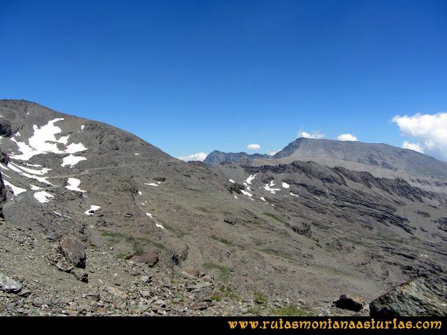 Ruta Posiciones del Veleta - Mulhacén: Desde la zona de Carihuela, el Mulhacén