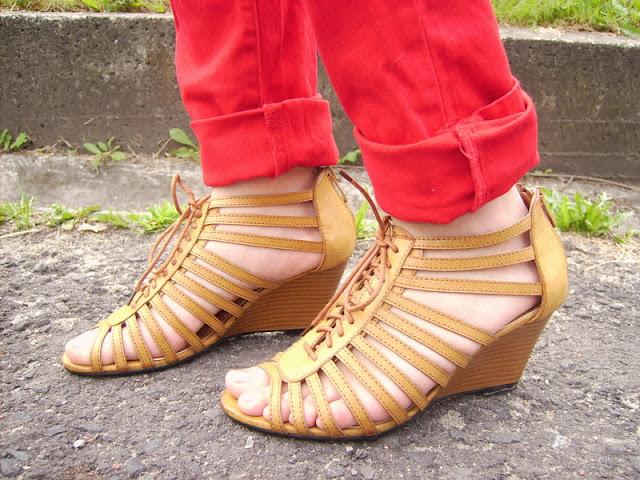 karmelowe sandały