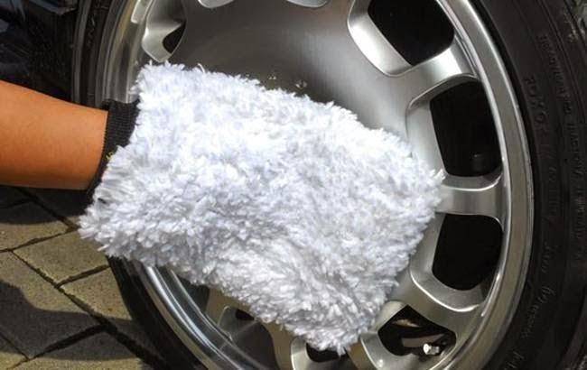 Membersihkan Velg Mobil dengan sabun pencuci piring sunglight