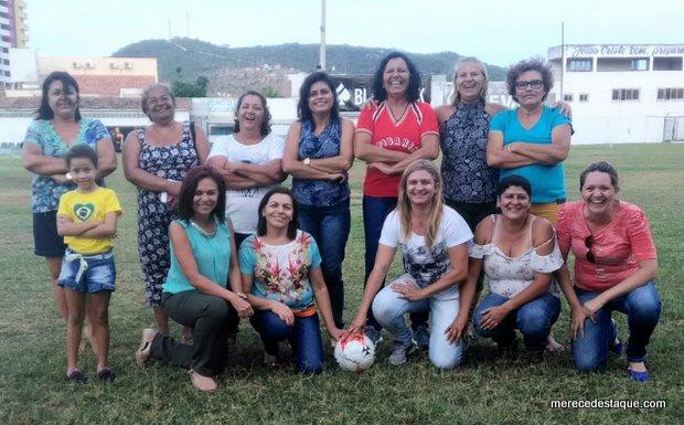 Ex-jogadoras de futebol santa-cruzenses se reúnem no Limeirão