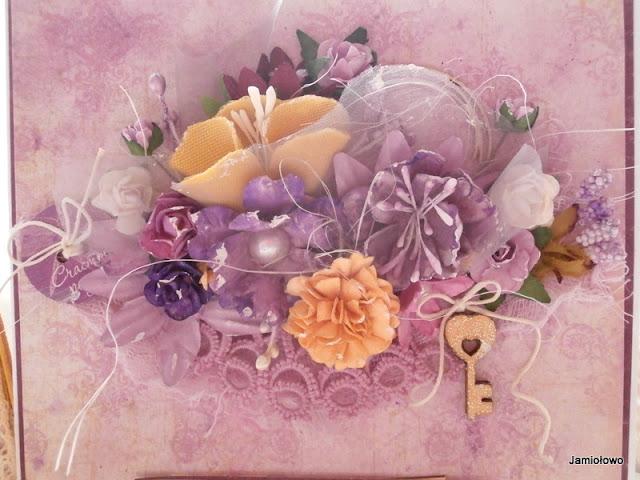 dodatki na kartce-sizal, pręciki, kwiaty, tiul, guzik