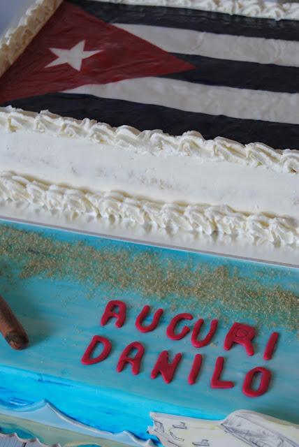 Torta e biscotti per una festa a tema Cuba