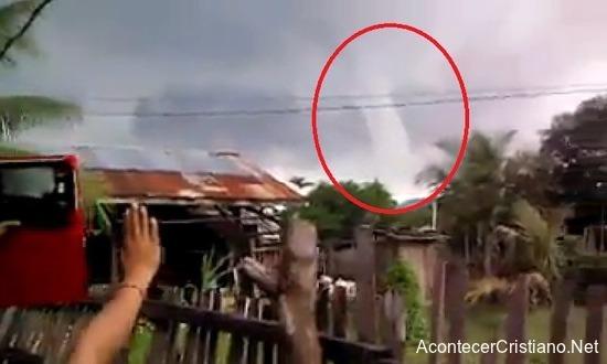 Tornado se desvanece después de oración de iglesia