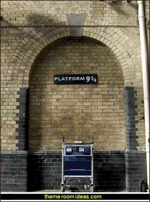 Harry Potter Platform Wall Decal Sticker Mural  Harry potter themed bedrooms - Harry Potter Room Decor - Harry Potter Bedroom Ideas - Harry Potter  bedding - Harry Potter wall decals - Harry Potter wall murals - harry potter furniture - harry potter party supplies - castle decorating props - harry potter party decorations