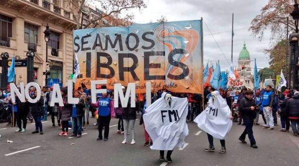 Intereses de la deuda en Argentina superan la inversión pública