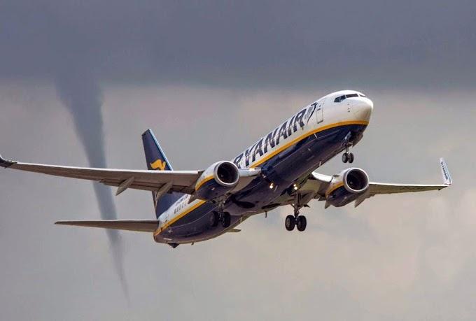 Puting beliung ekori pesawat RyanAir