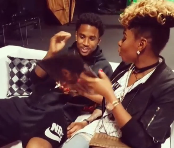 He's a fan: Yemi Alade signs autograph for Trey Songz