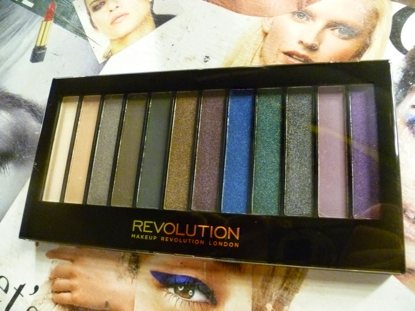 palette hot smoked di makeup revolution