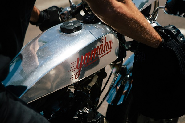 Yamaha SR400 độ Cafe Racer kiểu thập niên 70