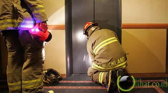 Wanita Perancis yang terjebak di lift selama 3 hari