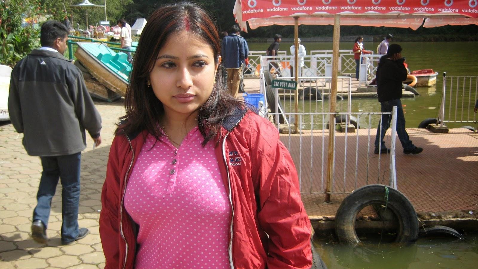 Beautiful Desi Tamil And Telugu Hot Aunties Photos -7640