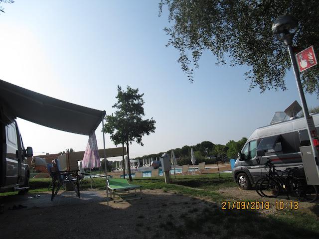 das Schwimmbad auf dem Campingplatz Continental