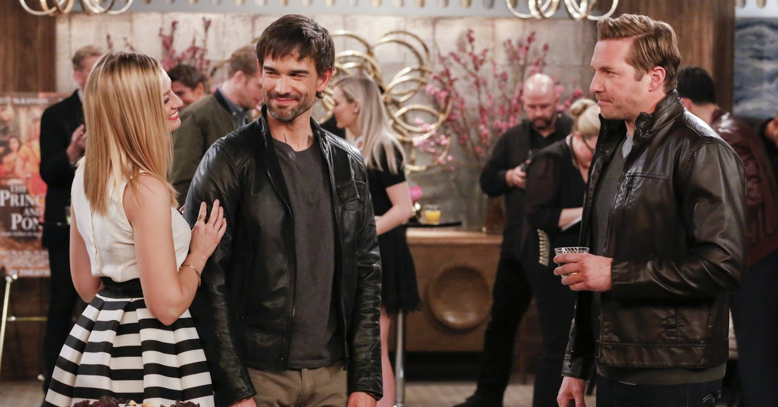 Caroline, Bobby y Candy Andy en el episodio 21 de la sexta temporada de 2 Broke Girls