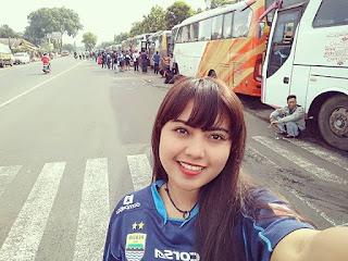 Bobotoh Cantik Ratna Kartika Bomber Girls Cikarang Untuk Persib Bandung