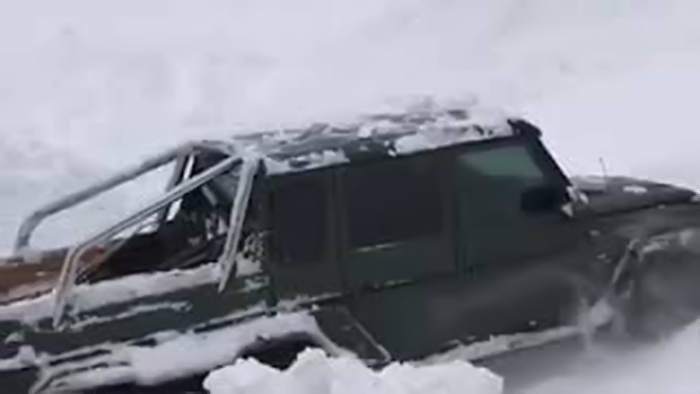 Keren, Mobil Mercedes-AMG G63 6x6 Tetap Melaju Di Tengah Badai Salju