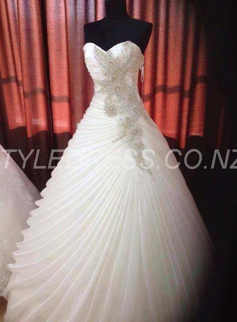 Fashion Ball Gown Sweetheart Floor-Length Rullfed Wedding Dress
