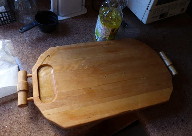 conditioning cutting board with canola oil