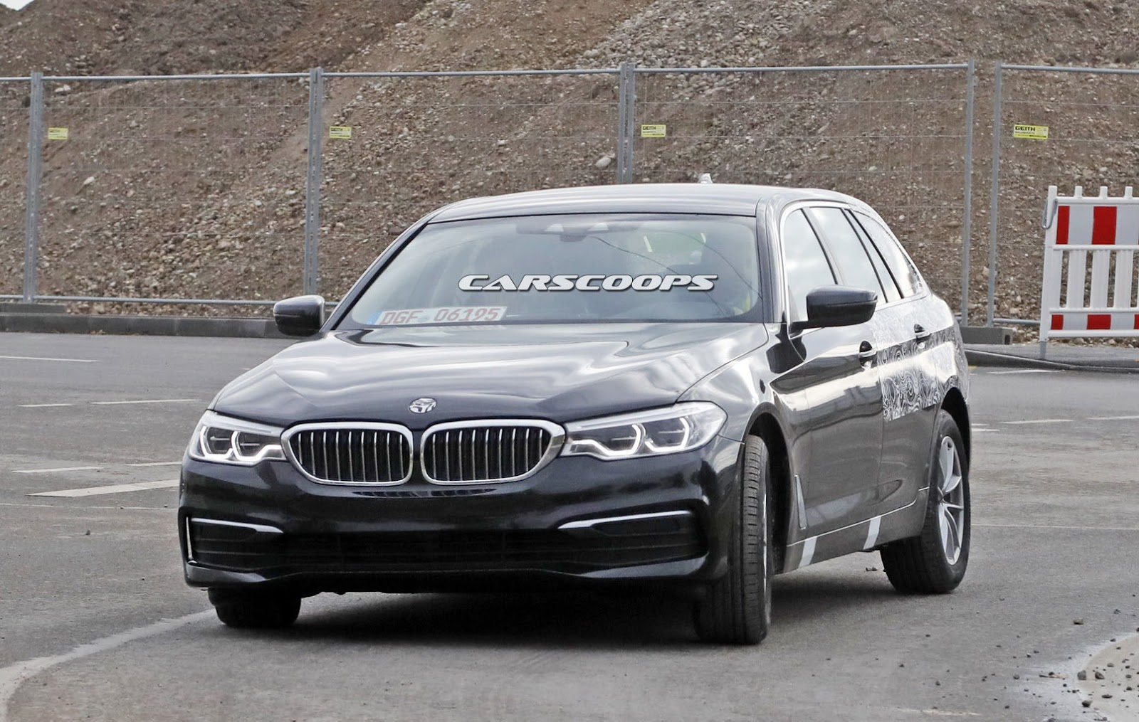 2017 bmw 5 series touring sneaks out with minimal camo carscoops. Black Bedroom Furniture Sets. Home Design Ideas