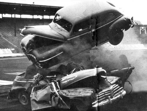 Salvage Car Parts >> 50 Vintage Photos of Classic Car Salvage Yards and Wrecks From Between the 1940s and 1950s ...