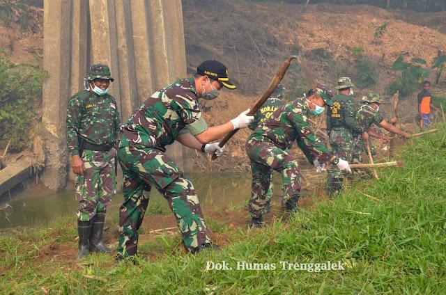 Bersih-Bersih Sungai, Wujud Karya Bhakti HUT ke-73 TNI